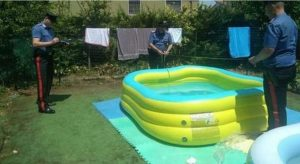 Bambina di 7 anni muore nella piscina gonfiabile nel giardino di casa