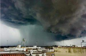 """Un temporale impressionante: ecco la foto della """"Shelf cloud"""""""