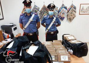 Scoperto maxicarico di cocaina in un tir sull'A2, 38enne arrestato