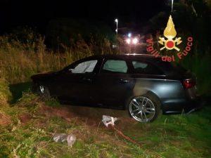 Perde il controllo dell'auto e finisce in una scarpata, conducente ferito trasportato in ospedale