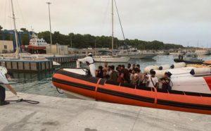 Altro sbarco di migranti in Calabria, arrivati in 123 a Roccella Jonica