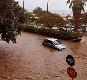 Nubifragio a Soverato, piove e si allaga la città