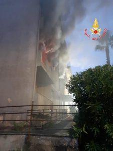 Rogo al primo piano di una palazzina popolare,  sei famiglie evacuate