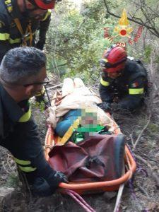 San Sostene – Esce di strada e precipita in una scarpata per oltre 40 metri, soccorso dai vdf