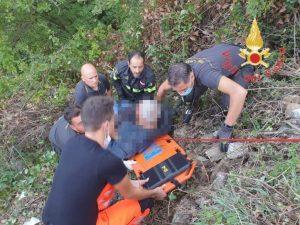 Uomo precipita in un dirupo nel catanzarese, soccorso dai vigili del fuoco