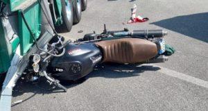 Incidente sulla Statale 106, grave un motociclista