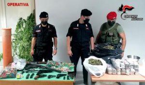 Armi e droga nella fattoria di famiglia, arrestati padre e due figli