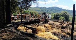 Incendio distrugge un'azienda agricola