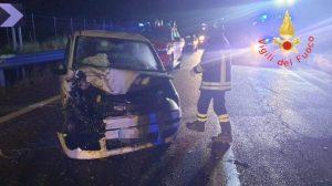 Violento scontro tra due auto, 2 feriti in gravi condizioni