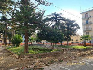 Lavori rifacimento Piazza Maria Ausiliatrice Soverato – Pensa … un albero
