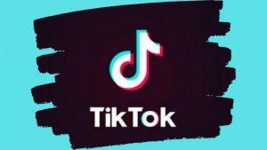 """Soffocarsi per sfida: il gioco social del """"black out"""" corre su Tik Tok"""